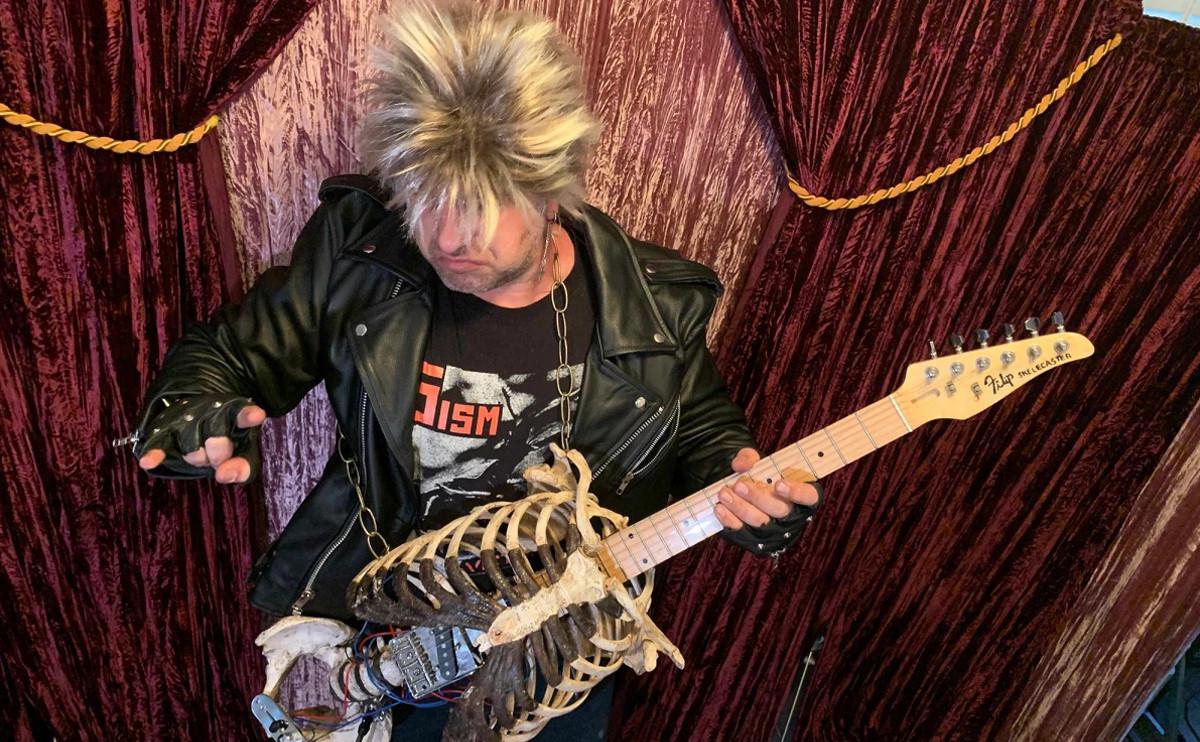 這把吉他不能砸!「人骨吉他」超驚悚:小心叔叔顯靈