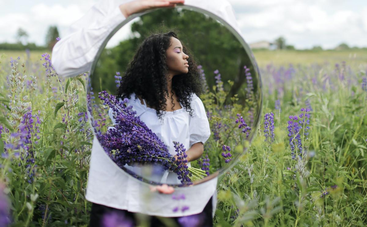 準到發瘋的心理測驗:照鏡子第一眼看哪裡、挖出你在愛情中最渴望什麼!