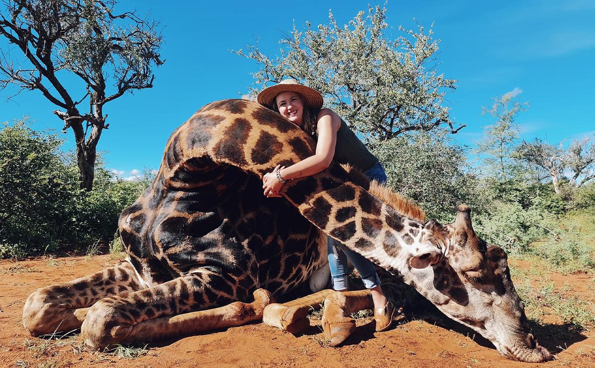 「牠的心臟好大顆」!為了情人節,竟然獵殺老年長頸鹿!?