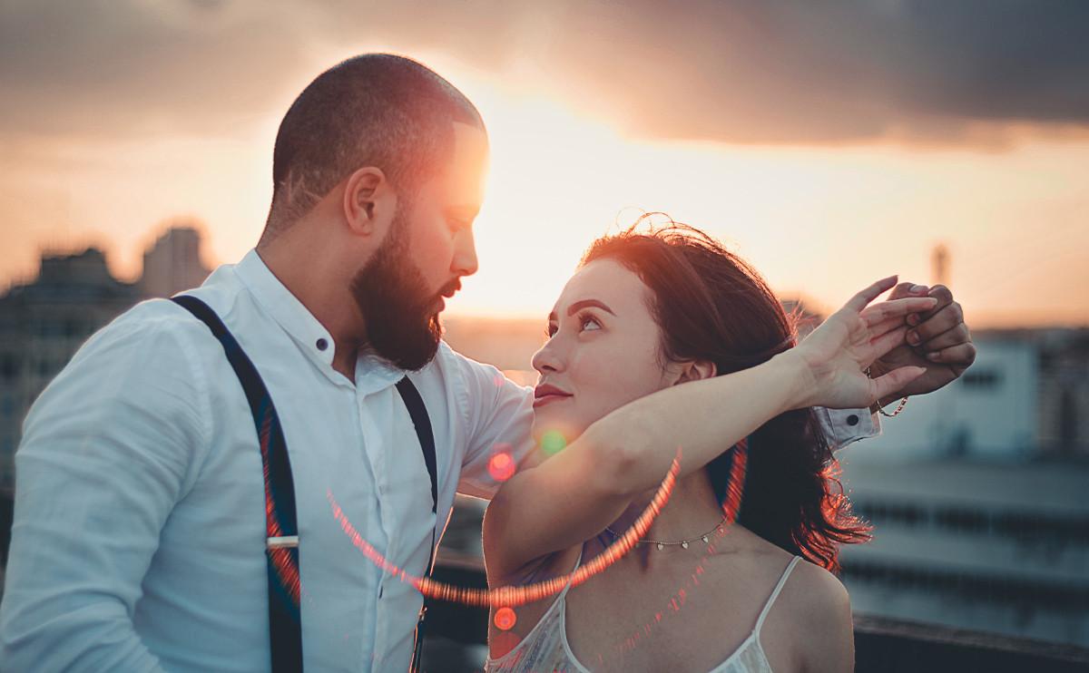 與暗戀的他討論完 36 題甜蜜問答,馬上就能昇華成情侶!